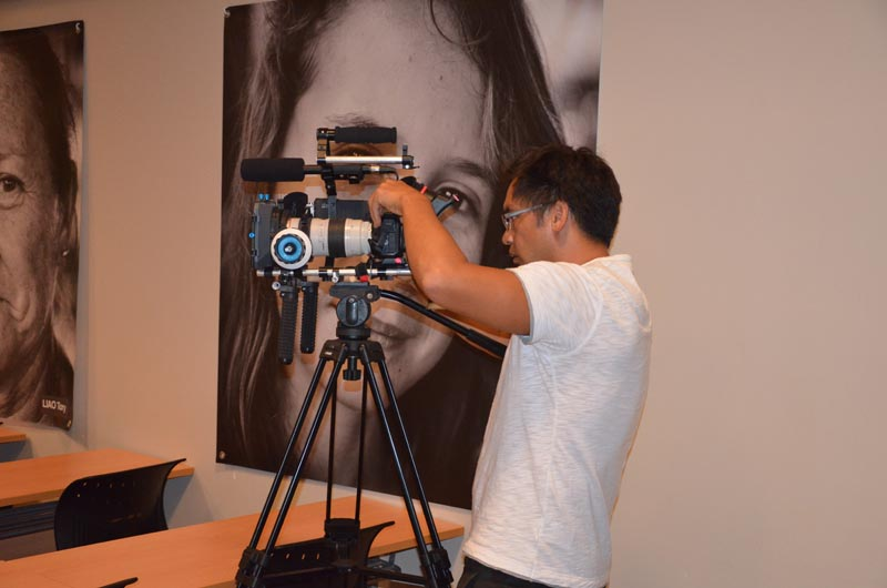L'équipe de Matarai prépare un clip sur la conférence