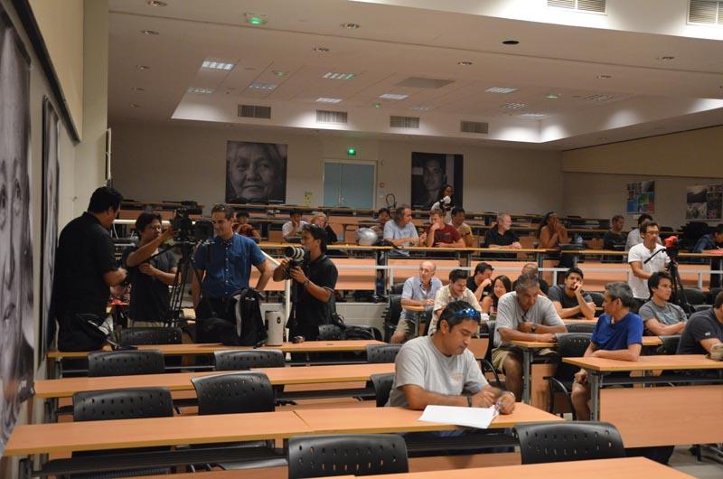 Le public commence à emplir la salle